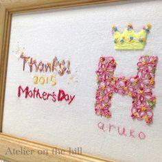 Atelier on the hill より、母の日限定ギフト「Thanks!Mom」の登場です。満開の花々で彩られたお母さんのお名前。輝くティアラは敬意の証...|ハンドメイド、手作り、手仕事品の通販・販売・購入ならCreema。