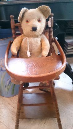 Oude beer in poppenstoeltje