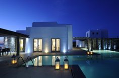 Villa Royal is a modern villa with vast outdoor space combining elements such as steel, wood and stone all in harmony and with great elegance. Mykonos Blue, Mykonos Greece, Mykonos Villas, Luxury Villa Rentals, Vacation Villas, Places To Go, Mansions, House Styles, Building