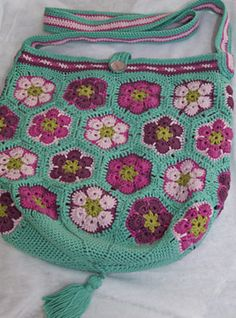 Ravelry: Project Gallery for VickeVira African Flowers Bag pattern by Mia Dehmer / VickeVira
