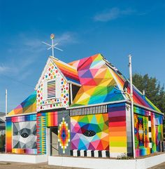 in the north west part of arkansas, okuda san miguel has transformed an abandoned house into 'the universal chapel', using his emblematic colors, graphics and motifs to enliven the existing structure. geometric figures and animated patterns have been painted from the floor to the roof, wrapping the disused site in a technicolor coat of vibrant visuals. okuda's signature street art style blends organic shapes with human figures, eyes, and animals to relay multifaceted themes of the universe…
