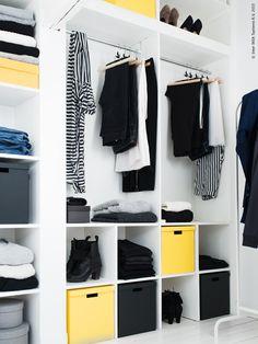 En av sakerna som fattades när vi flyttade in i vårt gathus var ordentliga garderober. Hur gör man då för att lösa detta i ett gammalt hus där det inte finns en enda rak vägg och utrymmet man har att tillgå är en gammal vind med snedtak? Jo man bestämmer sig för att ta ett av de små rummen och platsbygga en garderobslösning där och vips så har man en walk in closet!