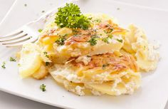 I love curling up to a bowl full of starchy, yummy goodness. And one of my all-time favorite recipes is Crock Pot Creamy Au Gratin Potatoes. Potato Dishes, Potato Recipes, Vegetable Recipes, Food Dishes, Side Dish Recipes, Dinner Recipes, Potatoes Au Gratin, Cheese Potatoes, Russet Potatoes