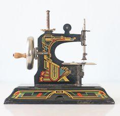 Vintage Sewing Machine Casige 116 Art Deco Design by bellalulu