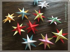 stars tinker with kids Christmas Star, Christmas Ornaments, Presents, Holiday Decor, Crafts, Art School, Home Deco, Wordpress, Lifestyle