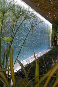 Lovely Outdoor Water Walls Ideas For Backyard Water Wall Fountain, Wall Of Water, Water Walls, Water Fountain Design, Landscape Walls, Landscape Design, Garden Design, Indoor Water Features, Water Features In The Garden