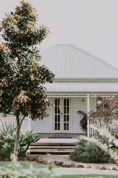 The cottage and byronviewfarm. House Front, My House, Weatherboard House, Facade House, House Exteriors, Reno, House Goals, Cottage Homes, House Colors