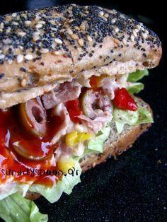 Σάντουιτς με τόνο και γλυκιά σάλτσα τσίλι • sundayspoon Bread Art, Salmon Burgers, Street Food, Bagel, Sandwiches, Food And Drink, Cooking, Ethnic Recipes, Tortillas