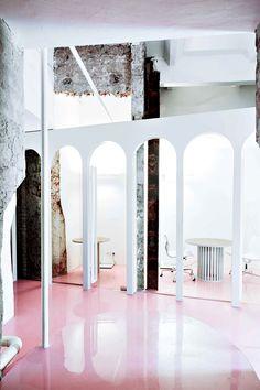 diseño oficina-work space-concrete floors-pink deco- oficina-hellomarielou-