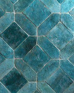 Carreaux de terre cuite oxydée, Renaissance Floor (Cotto Etrusco chez Toscane et Tradition). Mykonos, Mint Aesthetic, Ocean Scenes, Bathroom Signs, Stone Tiles, Tile Patterns, Tile Design, Interior And Exterior, Tile Floor