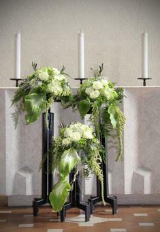 Church of St. Altar Flowers, Church Flowers, Silk Flowers, Wedding Flowers, Church Wedding Decorations, Wedding Altars, Ikebana, St Bonifatius, Large Flower Arrangements