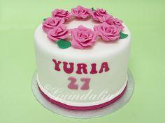 Tarta de 15 cm. con rosas en corona