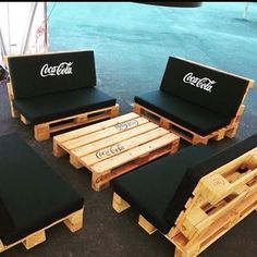 70 Creative Summer DIY Projects Mini Pallet Coffee Table Design Ideas And Remodel Diy Pallet Furniture, Diy Pallet Projects, Furniture Plans, System Furniture, Garden Furniture, Bedroom Furniture, Furniture Chairs, Outdoor Furniture, Coffee Shop Design