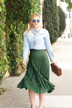 One of spring's biggest fashion trends this year is a pleated skirt. Now, I realize that pleated skirts can seem intimidating to wear, as well as a little too preppy, professional, and maybe even old-fashioned. I get it! Knife pleats (the tiny, sharp pleats you usually see on midi skirts) are also difficult to take care of and have a very *~*high fashion*~* quality to them. Even larger pleats can seem difficult to wear because they can easily look very dressed up or mature.