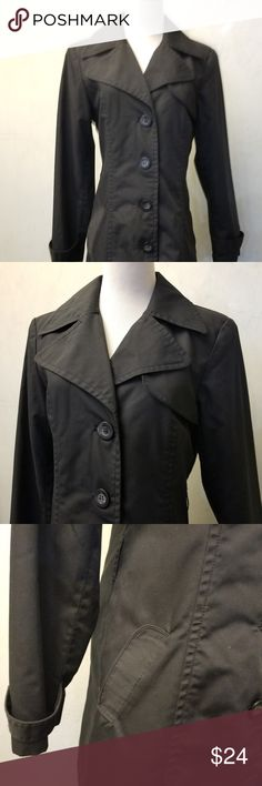 🔴 H&M black trench coat In perfect condition but missing a belt. fully lined trench coat has 2 extra buttons. 67% polyester 33% cotton. 26in from armpit down. H&M Jackets & Coats Trench Coats