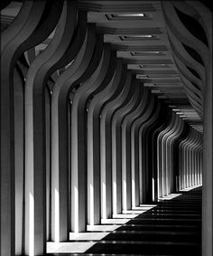 http://djdesignerlab.com/2010/04/19/the-beauty-of-architecture-photography-40-amazing-examples/