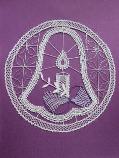 Bobbin Lace Patterns, Lace Heart, Lace Jewelry, Needle Lace, Lace Detail, Diy And Crafts, Outdoor Blanket, Butterfly, Techno