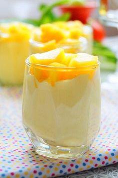Mousse à la mangue ultra onctueuse pour clôturer un repas avec une touche de fraîcheur.