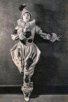 Child Star of Vaudeville and Film, Mary Miles Minter, circa York. Child Star of Vaudeville and Film, Mary Miles Minter, circa Old Circus, Dark Circus, Circus Clown, Circus Theme, Circus Party, Circus Wedding, Circus Birthday, Pierrot Costume, Pierrot Clown