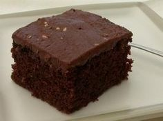 Low Fat Cake Mix Recipe as seen on Dr Oz - 1 cup fat-free plain greek yogurt and 1 box moist-style cake mix Low Calorie Desserts, Köstliche Desserts, Low Calorie Recipes, Dessert Recipes, Healthy Desserts, Delicious Desserts, Yummy Food, Cupcakes, Cupcake Cakes