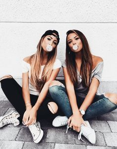 Best Photography Ideas For Sisters Photoshoot Bff Pics 68 Ideas Bff Pics, Photos Bff, Cute Friend Pictures, Ideas For Pictures, Friend Picture Poses, Sister Photos, 31 Ideas, Tumblr Summer Pictures, Twin Ideas