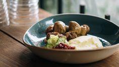 Swedish meatballs in cream sauce (köttbullar med gräddsås) - by chef Adam Liaw Meat Recipes, Paleo Recipes, Gourmet Recipes, Yummy Recipes, Recipies, Yummy Food, Swedish Dishes, Swedish Recipes, Best Meatballs