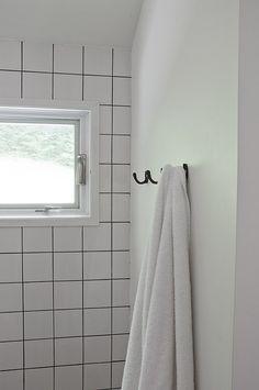 Square white tiles with dark grout | Design Sponge