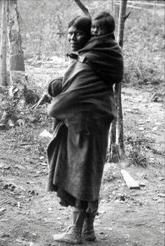 Kootenai mother and child (British Columbia) - no date
