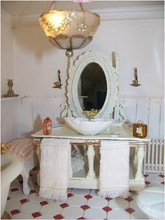 This is a definite do in the mini bathroom! Miniature Rooms, Miniature Crafts, Miniature Furniture, Shabby Chic Style, Shabby Chic Decor, Victorian Dolls, Victorian Ladies, Decorative Accessories, Bathroom Accessories