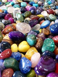 Crystal Meanings - A comprehensive list of crystals with spiritual meanings, magical attributes and healing energies Cool Rocks, Beautiful Rocks, Minerals And Gemstones, Rocks And Minerals, Gravure Illustration, Stone Wallpaper, Crystal Meanings, Mineral Stone, Rocks And Gems