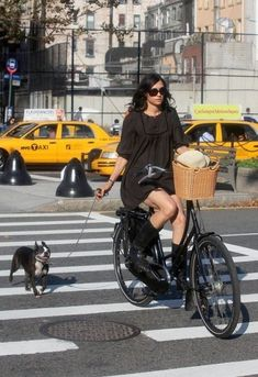 Bicycle chic Famke Janssen & friend