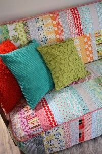 A patchwork couch! ~from Ballarat Patchwork Hipster Decor, Hipster Fashion, Sewing Crafts, Diy Crafts, Granny Chic, Slipcovers, Couch Slipcover, Couch Covers, Sewing Studio