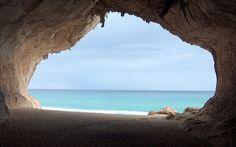 Jeskyně na pláži Cala Luna