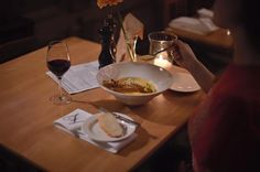 """Wie sagte schon William Shakespeare: """"Frauen und Suppen soll man nie warten lassen, sonst werden sie kalt...""""  Grüße aus dem Z Restaurant"""