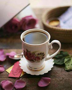 Coffee Vs Tea, Spiced Coffee, Coffee Love, Coffee Art, Coffee Cups, Tea Cups, Sweet Coffee, Brown Coffee, Coffee Maker