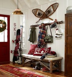 Ideas for Decorating a Family Room with Rustic Cabin Style Décor Ski, Ski Lodge Decor, Rustic Lodge Decor, Mountain Cabin Decor, Mountain Cabins, Rustic Cabins, Mountain Living, Log Cabins, Diy Interior