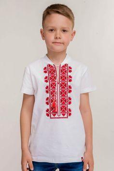 """Дитяча вишита футболка у теплу пору року є чудовою альтернативою вишитій сорочці. Український орнамент виконаний хрестиком, чеввоними та бордовими нитками. Білосніжна футболка з вишивкою виготовлена із якісної тканини, яка є приємною на дотик та дозволяє шкірі """"дихати""""."""