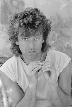 Robert Plant at his home in Wales May 1985.  Photo © Michael Putland.