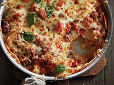 Dish up impressive one-pan recipes with just a few twists. From our take on Coq au Vin, to a modern mac n' cheese, dinner has never been easier. One Pan Dinner Recipes, One Pan Meals, Quick Meals, Baked Pasta Recipes, Cooking Recipes, Rice Recipes, Yummy Recipes, Tapas, Casserole Recipes
