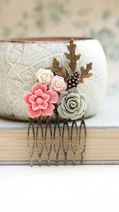 Pink Floral Hair Comb Leaf Bridal Comb Flower por apocketofposies