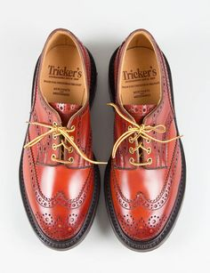 Continuing their 15-year-plus partnership with bespoke English shoemaker Tricker's, Ireland's the Bureau Belfast unveils the Commando Orange Cordovan Keswick Brogue. As the name suggests, the shoe is built with premium shell cordovan in a striking orange hue, sitting on a Goodyear storm welted double sole with a … READ MORE