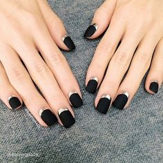 French nail art design has always been a classic fashion trend. Because of the neutrality and simplicity and elegance of French nail art design, more and more women use it. However, if you are tired of your ordinary French manicure art design, you ca Reverse French Nails, French Tip Nails, French Manicures, Matte Black Nails, Black Nail Art, Black Polish, Dark Nails, French Manicure Designs, Black Nail Designs