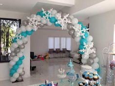 031 Frozen Balloon Arch