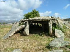 Cattura la Sardegna - Foto Sardegna - Dolmen e menhir/Dolmen Ladas a Luras