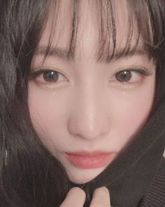 """""""Momo's IG post: """"We received a lot of awards because of ONCE today hehe thank you ♡ It was an important moment but. I really couldn't do the award speech well… I'm really sorry… ㅜㅜ Today my makeup is 'tears' makeup 💧💧"""" Nayeon, K Pop, South Korean Girls, Korean Girl Groups, Rapper, Sana Momo, Jihyo Twice, Hirai Momo, Look Alike"""