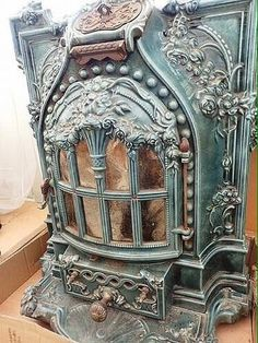 Coal Stove, Antique Stove, Vintage Appliances, Vintage Cooking, Fantasy Life, My Ideal Home, Keep Warm, Indoor Fireplaces, Decorative Boxes