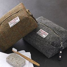 This would be a great gift for the men in my life! Men's Harris Tweed Toiletry Bag - gifts for him