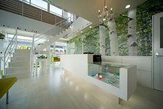 歯科医院。受付、待ち合い、キッズコーナー。店舗デザイン;名古屋 スーパーボギー http://www.bogey.co.jp