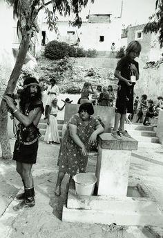 Pequeñas historias españolas / EL PAÍS, Ibiza hippies & locals 1976 #IbizaAntigua #hippieibiza