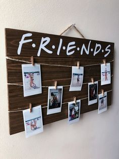 This article is not available - Friends TV Show Wood Picture / Polaroid Display. - This article is not available – Friends TV Show Wood Picture / Polaroid Display with Clips – - Dream Bedroom, Room Decor Bedroom, Child's Room, Bedroom Themes, Bedroom Lighting, Tv: Friends, Friends Tv Show Gifts, Polaroid Display, Polaroid Pictures Display